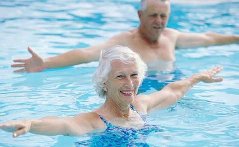 Если есть возможность, посещайте бассейн 2-3 раза в неделю