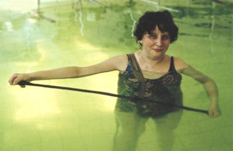 Упражнения в бассейне с палочкой