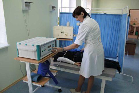 Физиотерапия используется в качестве вспомогательного метода при лечении травм грудной клетки.