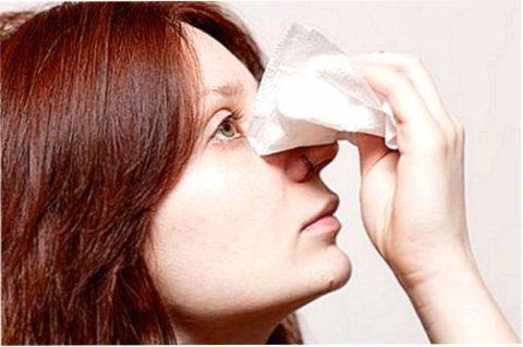 Перед тем, как определить есть перелом носа или нет, стоит приложить холод