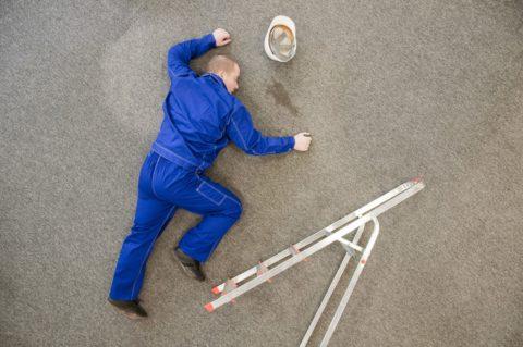 Часто перелом бедра случается при падении с высоты
