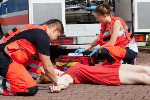 Человек с переломом таза находится в состоянии шока
