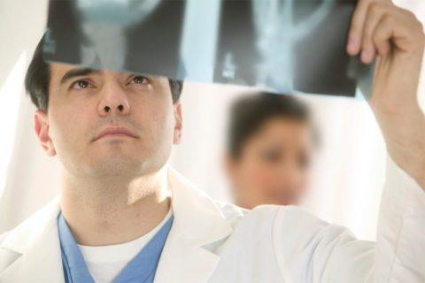 Лечение начинается только после рентгенологического уточнения диагноза