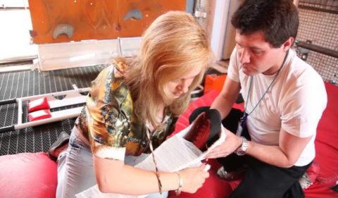 На фото первая помощь при переломе голеностопного сустава