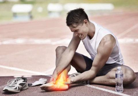 На фото представлена стандартная картина атлета, страдающего стрессовым переломом.