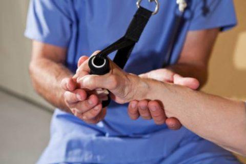 Одна из методик ЛФК при переломах предплечья – это механотерапия