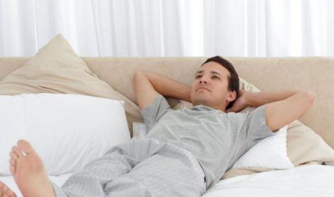 В первые дни больному с травмой груди следует соблюдать постельный режим.