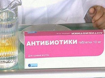 Антибиотики назначают при любом подозрении на возможность развития воспалительного процесса.