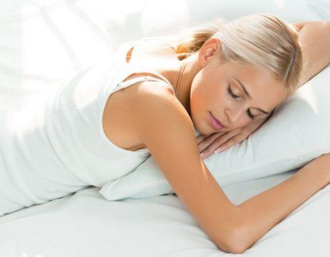 Чтобы быстрее восстановиться после оперативного вмешательства, человек должен полноценно отдыхать.