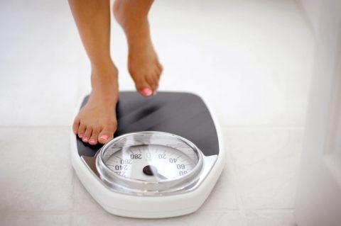 Чтобы не было проблем с костями и суставами, необходимо держать свой вес в норме.