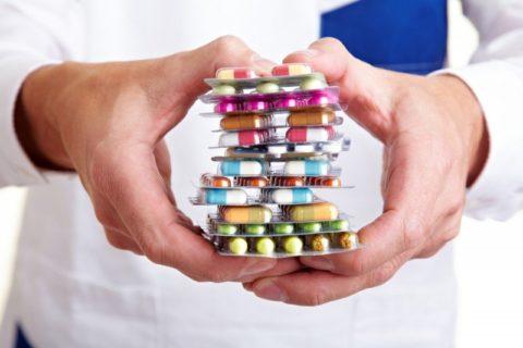 Для облегчения симптомов и скорейшего восстановления при переломе шейки бедра врач назначает ряд препаратов.
