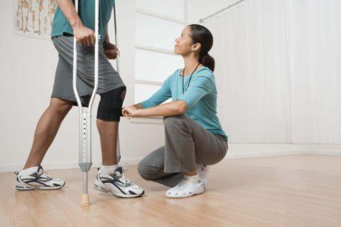 Лечебная физкультура поможет быстрее восстановить функциональность прооперированной конечности.
