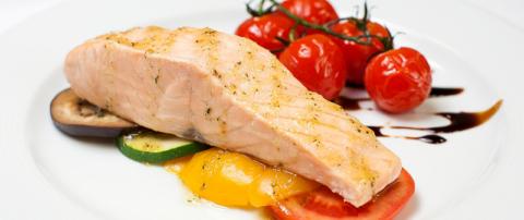 Лучшее блюдо при переломах – это лосось, приготовленный на пару