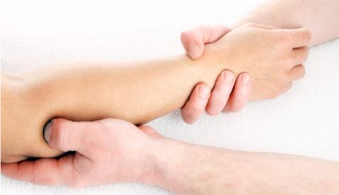 Массаж улучшит кровоснабжение и трофику тканей в травмированной руке.