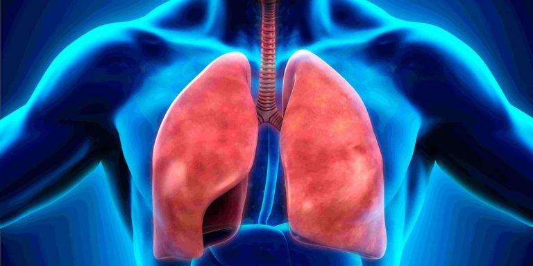 Если больной находится долго в лежачем положении, то может возникнуть пневмония.