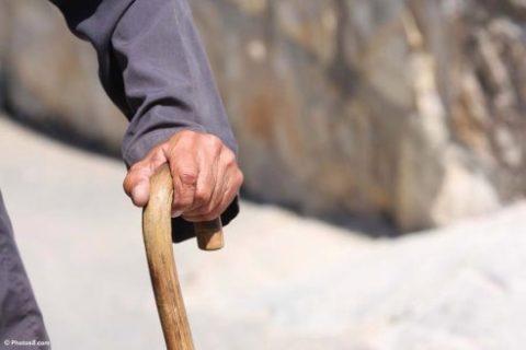 Поддержание равновесия тростью во время ходьбы при травме руки