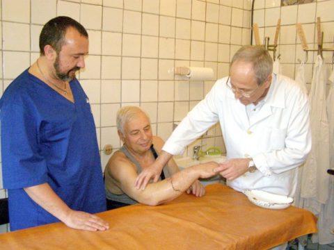 Травматолог определит характер травмы и назначит соответствующее лечение.