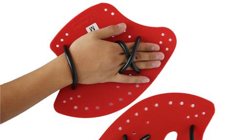 Для увеличения нагрузки на сломанную руку применяют специальные ласты
