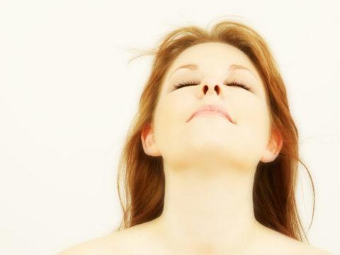 Дыхательная гимнастика является хорошей профилактикой застойной пневмонии у лежачих больных.