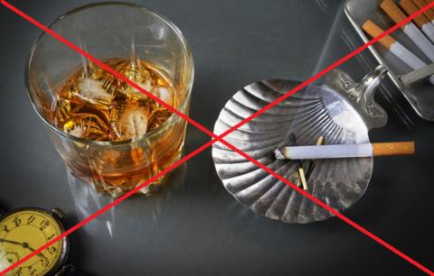 Курение «убивает» кальций, а алкоголь усиливает воспалительные процессы