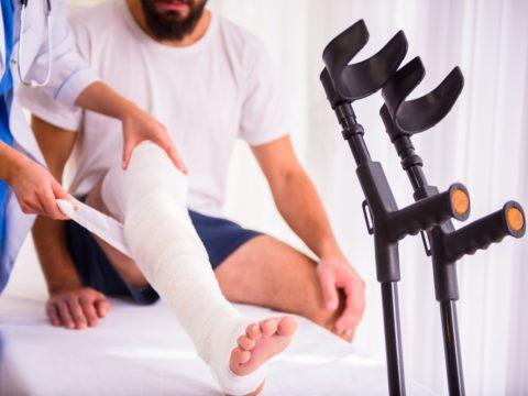О переломе ноги говорят, когда повреждается одна из ее костей