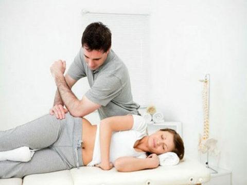 Проводит процедуры специалист в специализированных медучреждениях.