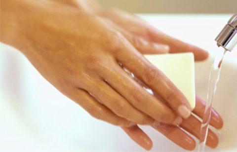 Руки специалиста и обрабатываемая область при массаже должны быть чистыми.