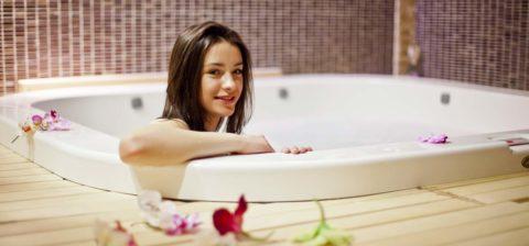 Существует перечень противопоказаний для принятия ванны с морской солью.