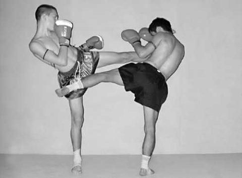Удар в верхнюю часть бедра может спровоцировать перелом сустава со смещением.