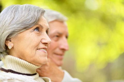 Возрастным больным после перелома шейки бедренной кости часто рекомендуют заменить тазобедренный сустав.