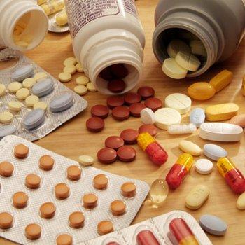 В комплексное консервативное лечение при переломе шейки бедра входит ряд препаратов