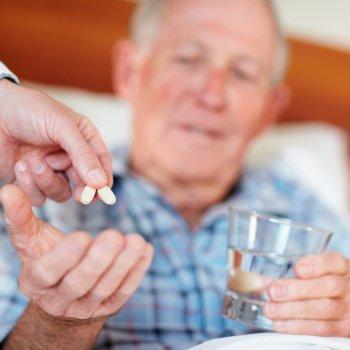Для предотвращения возможных осложнений следует принимать все медпрепараты по схеме, что назначил лечащий специалист.