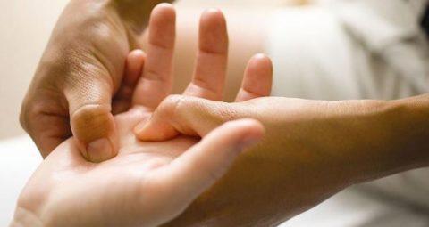 Массаж пальцев и кисти