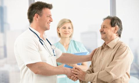 Мужчина на консультации у врача (фото)