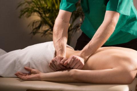 Интенсивный массаж применяют на поздних этапах реабилитации