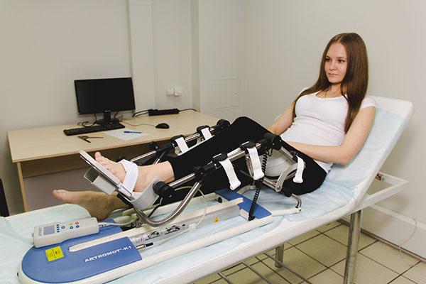 Изображение - Упражнения после перелома тазобедренного сустава passivnye-dvizheniya-vo-vremya-mehanoterapii-obleg