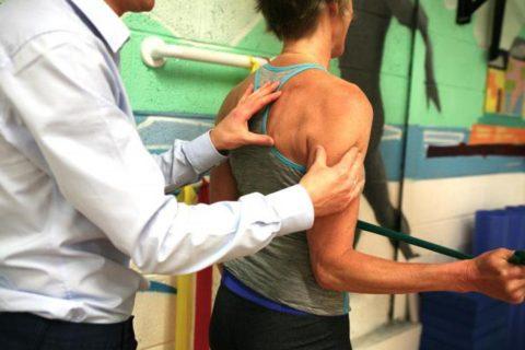 Физические нагрузки для активизации плечевого сустава после повреждения