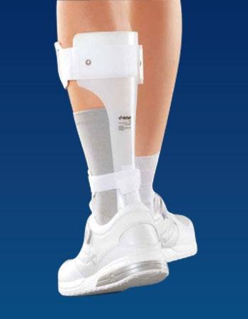 Гибкий ортез поддерживает стопу в физиологически правильном положении