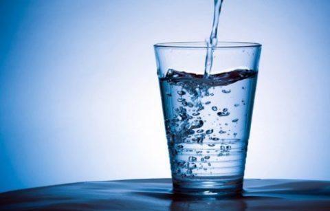 Лечебное питание начинается с нормализации суточного потребления чистой воды