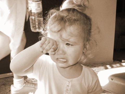 Плач без остановки – признак перелома у ребенка