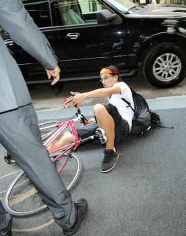 Повредить кость можно в автомобильной аварии
