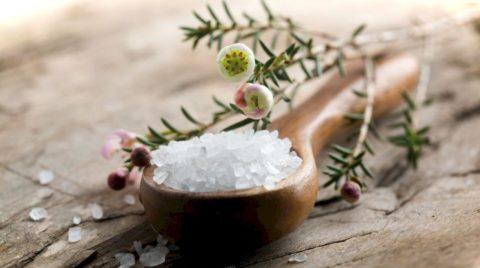 Соль помогает при реабилитации после перелома.