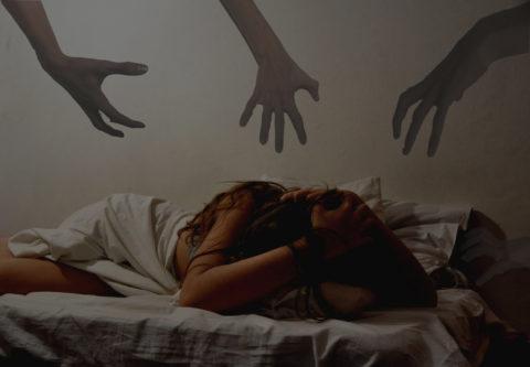 Больного бешенством человека часто мучают кошмары.