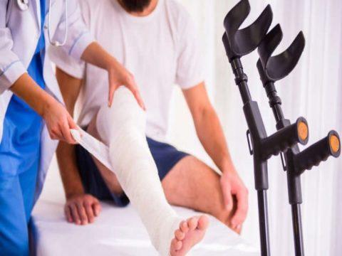 Чтобы не остаться привязанным к костылям, стоит проходить реабилитацию под присмотром специалистов