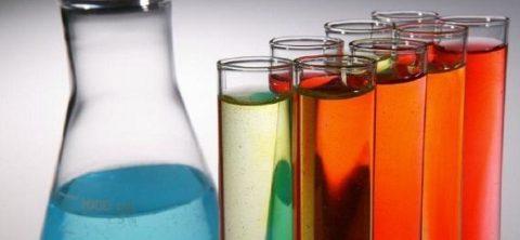 Химические растворы в пробирках