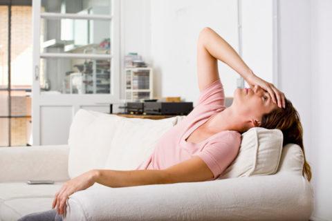 К общим неспецифическим симптомам на ранней стадии возникновения недуга относится слабость.