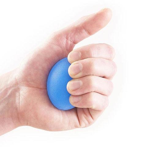 Применения специальных предметов для разработки пальцев руки
