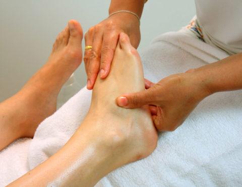 Ступня и пальцы ног нуждаются в массаже не менее травмированной области