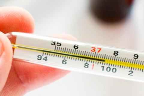 В начале заболевания может незначительно повышаться температура.