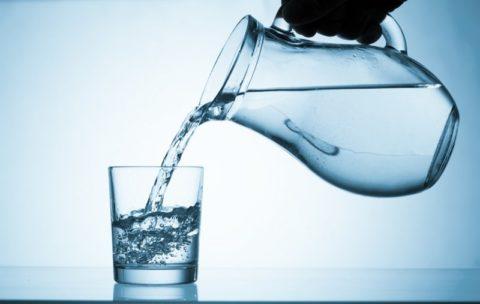 Выпить много воды